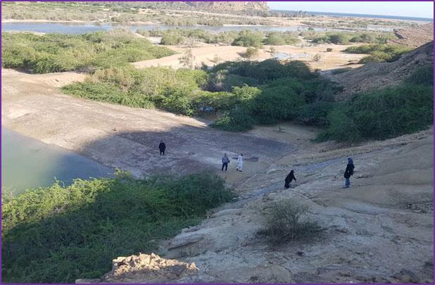 بازدید میدانی کارشناسان پروژه (محل عکس روی بند بالادست دریاچه)، بهار 1398