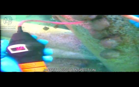 بازرسی اسکله در زیر آب توسط اکیپ¬های غواصی